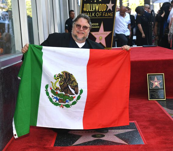El director de cine Guillermo del Toro descubrió su estrella en el Paseo de la Fama en Hollywood.
