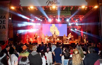 los-kchiporros-cerraron-el-festival-de-la-madera-ya-en-las-primeras-horas-de-ayer-poniendo-a-bailar-a-todos--192134000000-1831799.jpg