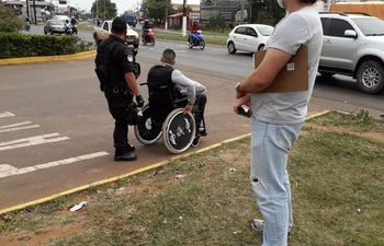 El agente brasileño que llegó de civil para recibir a su compatriota