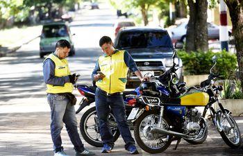 Los mototaxis son muy solicitados en estas fechas y ayudan a las personas a quienes se les dificulta el último tramo.