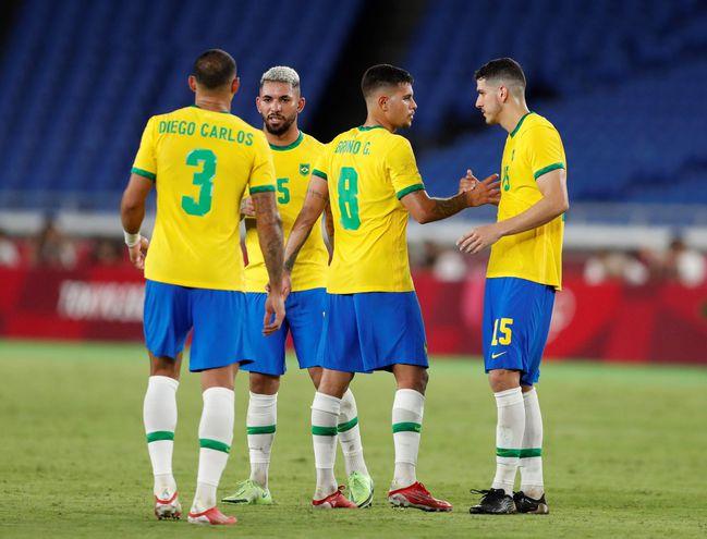 Los jugadores de Brasil celebran el triunfo ante Alemania en el estreno del fútbol en los Juegos Olímpicos Tokio 2020.