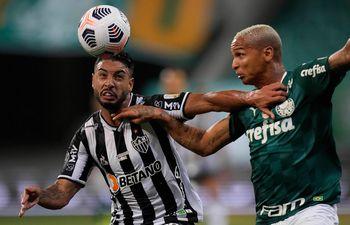 Palmeiras y Atlético Mineiro empataron sin goles en la primera semifinal de la Libertadores.