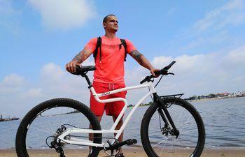 Alexander Ghiringhelli, paraguayo que realizará un recorrido por Sudamérica en bicicleta.