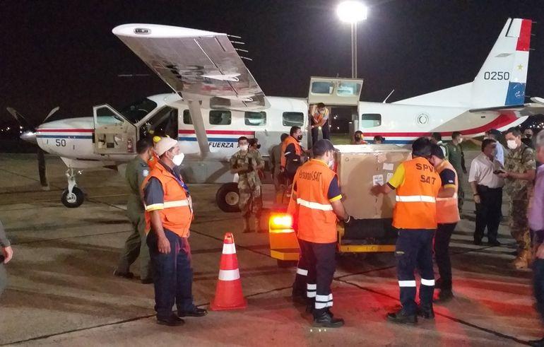 Las 3.000 dosis de vacunas Sinopharm donadas por los Emiratos Árabes Unidos llegó en la noche del viernes al aeropuerto Silvio Pettirossi. A la fecha el país recibió 27.000 vacunas anticovid.