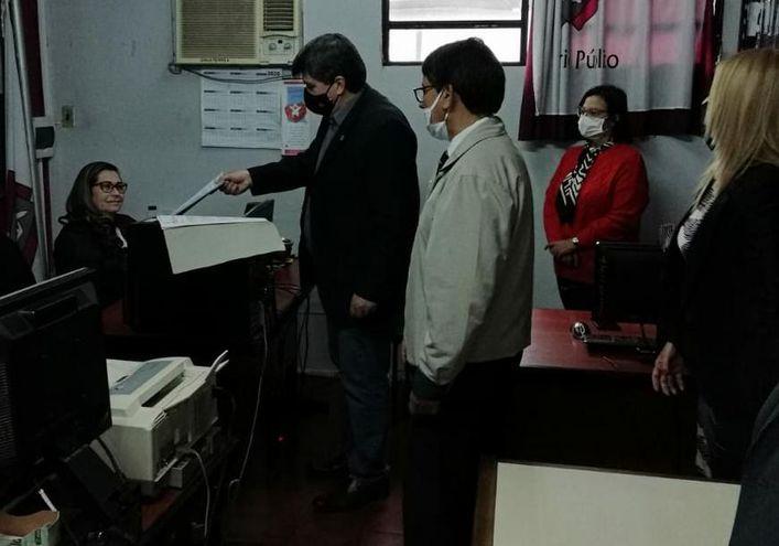 Los jueces presentaron la denuncia en la Mesa de Entrada de la Fiscalía de Ciudad del Este.