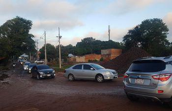 Desde tempranas horas de este viernes, los vehículos están desviando en zona de la Costanera Norte tras el bloqueo sobre Primer Presidente.