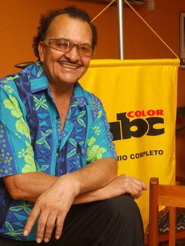 Félix de Ypacaraí en una visita a nuestra redacción en el año 2004. El cantante falleció hoy a los 81 años.
