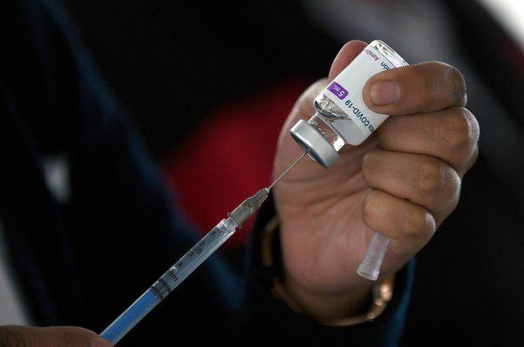 Una dosis de la vacuna AstraZeneca, vinculada a bajos casos de trombosis, por lo que su reputación no es buena en Paraguay, dijo la viceministra de Salud, Lida Sosa.