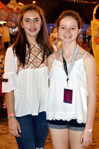 Lara Harrison y Mia Saurini.