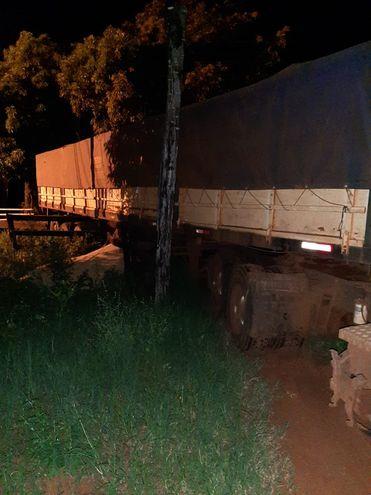 El camión fue abandonado por conductor, que dejó el cargamento en un predio de Villeta.