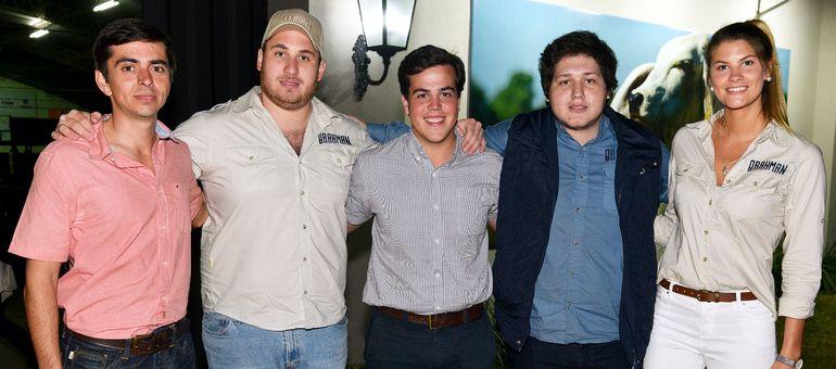 Gabriel Acha; Humberto Domínguez, presidente de la Asociación; Matías Morales, Ian Pohl y Tisha Rieder.