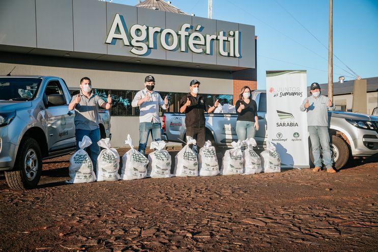 """Distribución de los kits de alimentos de la campaña """"Juntos sumamos"""" desde el Silo Fortuna I de Agrofértil."""