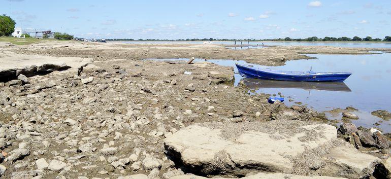 El   descenso del nivel del río Paraguay, que baja cada día varios centímetros, limita el acceso de los buques de gran calado a Villeta.