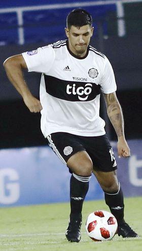 Diego Fabián Polenta (28 años), defensor uruguayo que se ganó un lugar en Olimpia.