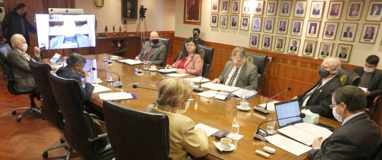 Aspecto de la sesión de la Corte  realizada ayer, en la que el ministro Antonio Fretes participó a través de medios telemáticos.