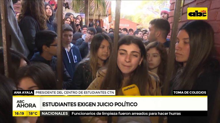 Estudiantes exigen juicio político
