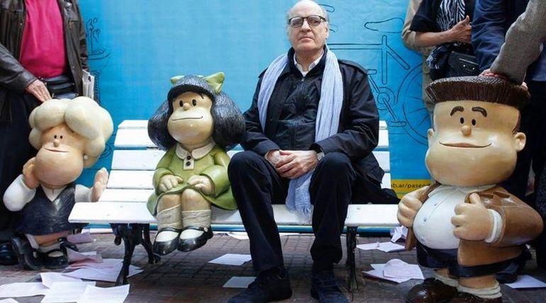 """Quino celebra sus 87 años en compañía de familiares. El caricaturista argentino es padre de la célebre """"Mafalda""""."""