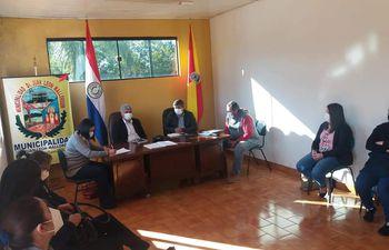 La reunión convocó a la comunidad educativa del distrito de Juan León Mallorquín.