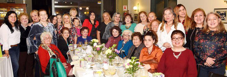 María Teresa Achucarro de Lesme, Norma Heyn Vda. de Rojas y Rossana Marengo de Ramírez fueron agasajadas con motivo de su cumpleaños, con un té ofrecido en el Bar Restaurant  San Roque, por  un  grupo de concepcioneras residentes en Asunción.