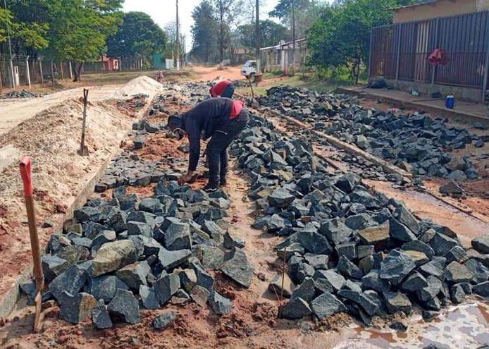 Foto de una de las obras de empedrado construido en el marco de la reactivación económica.