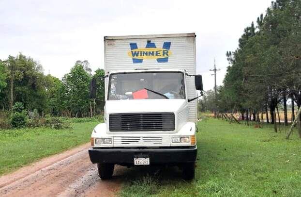 Este camión fue robado hace 16 años en Alto Paraná y recuperado en esta ciudad por la Policía Departamental.