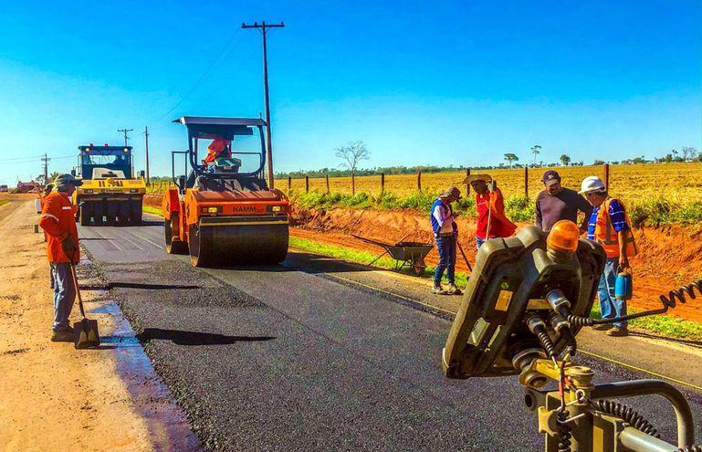 Construcción de pavimentación asfáltica en el Tramo Luz Bella-Colonia Nueva Durango, en los departamentos de San Pedro y Canindeyú. (Gentileza)