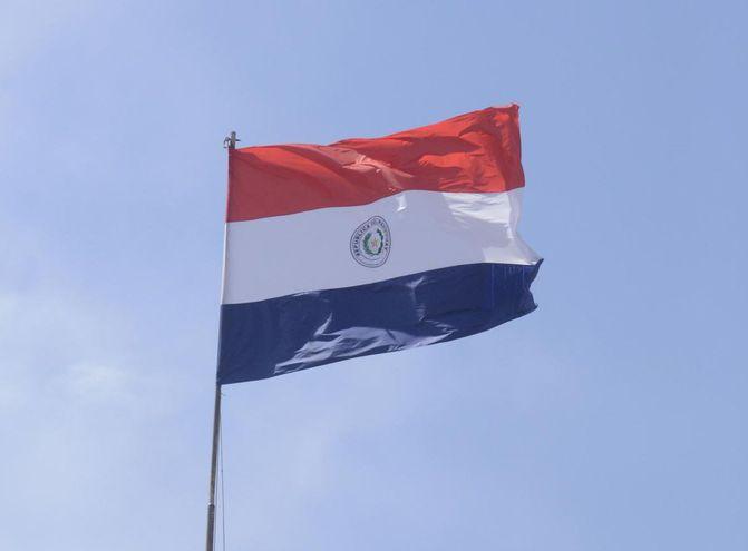bandera roja azul blanca y una estrella