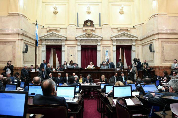 Según informaron fuentes parlamentarias, el proyecto, que ya había sido aprobado la semana pasada por la Cámara de Diputados, recibió hoy el visto bueno del Senado por unanimidad de los 61 senadores presentes a la hora de la votación.