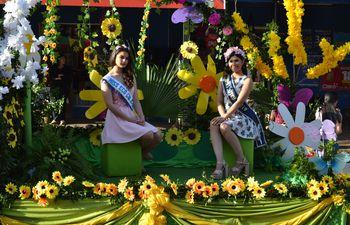 Los jóvenes demostraron todo su talento en el desfile por la primavera y la juventud.