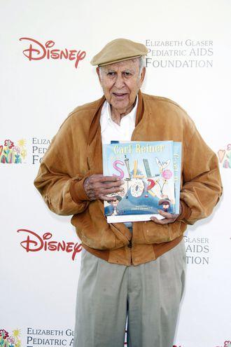 Carl Reiner, en una foto del año 2010, a su llegada a una actividad benéfica en Los Ángeles. El actor y guionista falleció ayer a los 98 años.