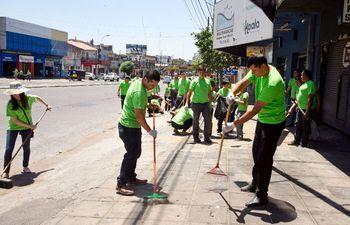 mas-de-100-voluntarios-limpiaron-ayer-varias-cuadras-de-eusebio-ayala-para-concienciar-sobre-el-medio-ambiente--195219000000-1651061.jpg