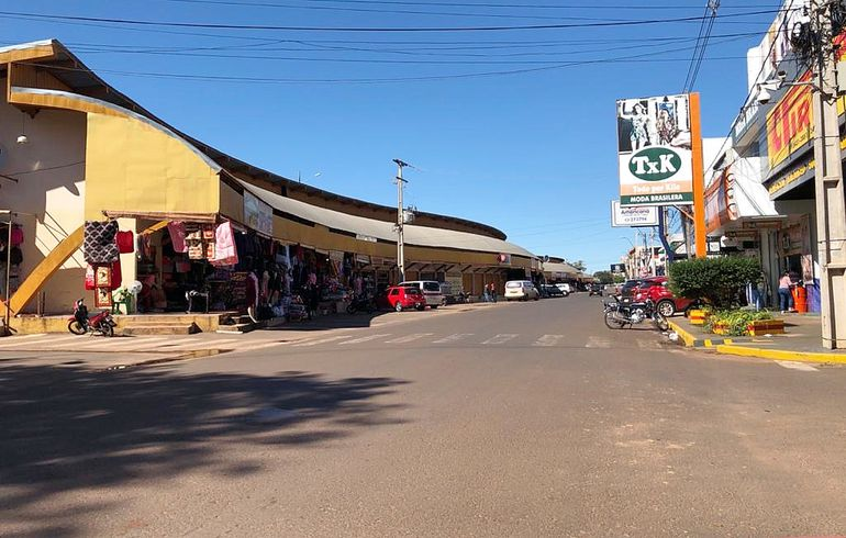 Tras dos meses de cuarentena y de permanecer cerrados, en la mañana de ayer reabrieron sus puertas algunos locales comerciales en esta ciudad. El panorama fue desolador, según se verificó.