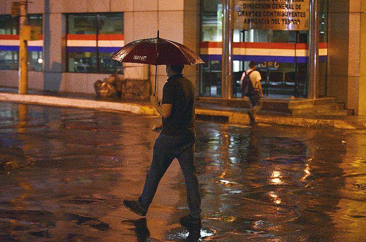 En Asunción cayó un  chaparrón que apenas duró unos minutos.
