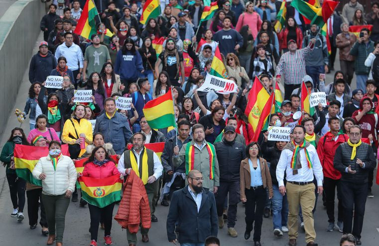 Seguidores del expresidente Carlos Mesa durante una manifestación el martes en La Paz.
