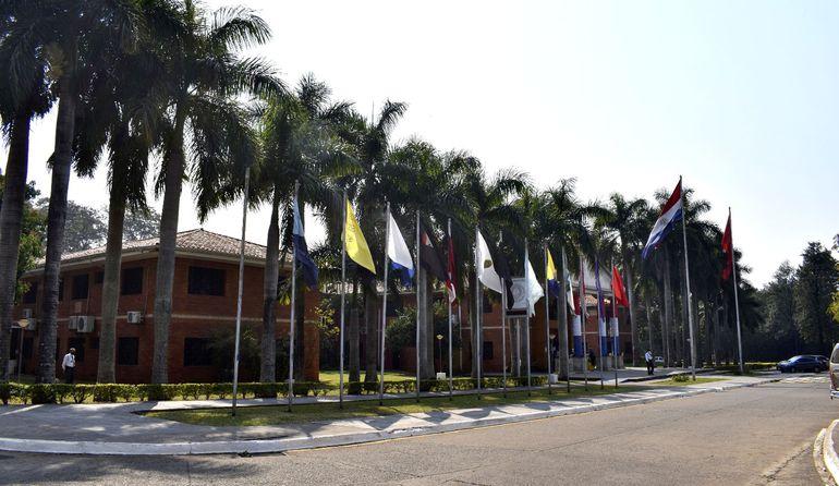 Rectorado de la Universidad Nacional de Asunción (UNA) dentro del campus en San Lorenzo.