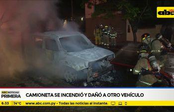 Camioneta se incendió y dañó a otro vehículo