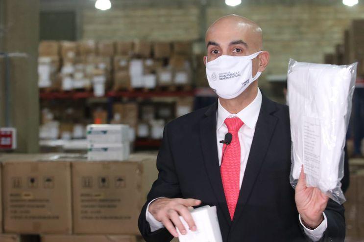 """El ministro de Salud, Julio Mazzoleni, salpicado por el escándalo de compras de los """"insumos chinos"""""""