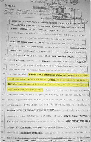 Escritura de transferencia del terreno municipal de 15 hectáreas a favor de Blásida Ynsaurralde. Según el documento, la mujer  vive  en Isla Po'i casi Mariscal López de Villa Hayes.