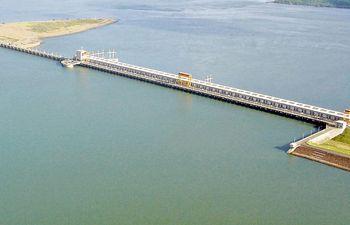 Vista parcial del complejo hidroeléctrico paraguayo-argentina Yacyretá, construida por la EBY a la altura del isla paraguaya Yasyretá para el aprovechamiento hidroeléctrico del río Paraná.
