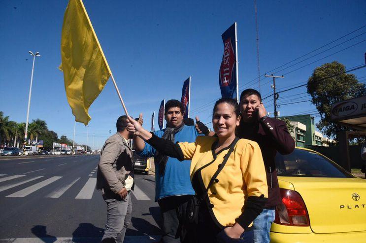 Taxistas intentan bloquear Ruta Transchaco.