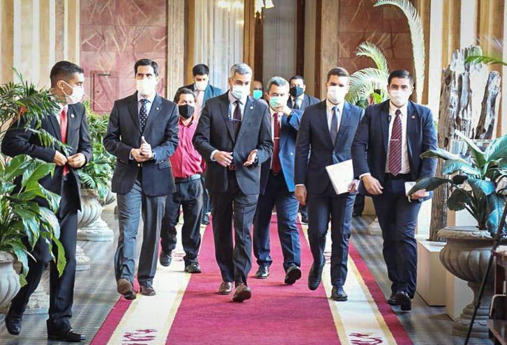 El presidente Mario Abdo participó por unos minutos en la reunión de 5 horas de sus ministros.