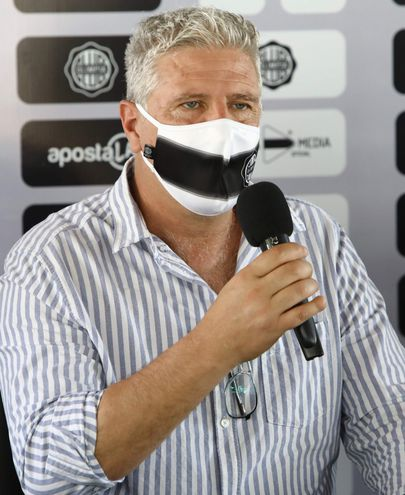 Álvaro Eduardo Gutiérrez Felscher (53 años), entrenador de Olimpia.