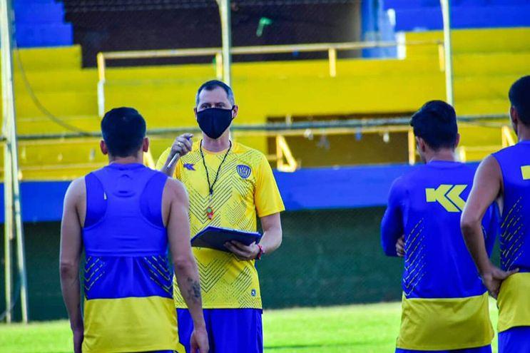 Badayco Jorge Crispín Maciel (40), DT interino de Luqueño.