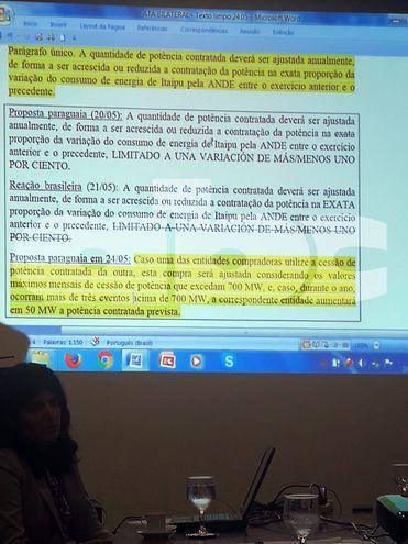 Presentación de brasileños en una de las reuniones de negociación del acta entreguista.