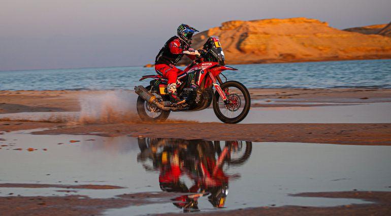 El chileno  Cornejo encabeza la general de motos, en la que dominan los sudamericanos.