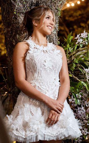 El vestido de Camila lleva la firma de la diseñadora Stephanie Gosling.