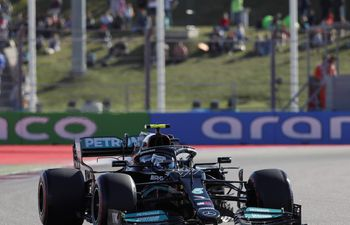 Sochi (Russian Federation), 24/09/2021.- Finnish Formula One driver Valtteri Bottas of Mercedes-AMG Petronas in action during the second practice session of the 2021 Formula One Grand Prix of Russia at the Sochi Autodrom race track in Sochi, Russia, 24 September 2021. The Formula One Grand Prix of Russia will take place on 26 September 2021. (Fórmula Uno, Rusia) EFE/EPA/Yuri Kochetkov