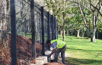 con-el-cercado-perimetral-del-parque-comenzaron-los-trabajos-del-proyecto-parque-lineal-itaipu--204954000000-1591426.jpg