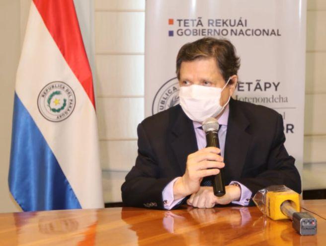 El ministro de Interior, Euclides Acevedo, durante la conferencia de prensa que dio ayer en la Comandancia de la Policía.
