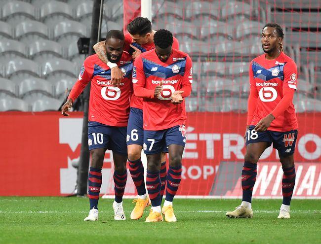 Lille goleó y es líder en Francia.